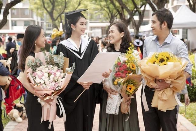 """Á hậu Phương Anh xứng danh """"con nhà người ta"""" với số điểm tốt nghiệp ĐH cao nhất ngành ảnh 6"""