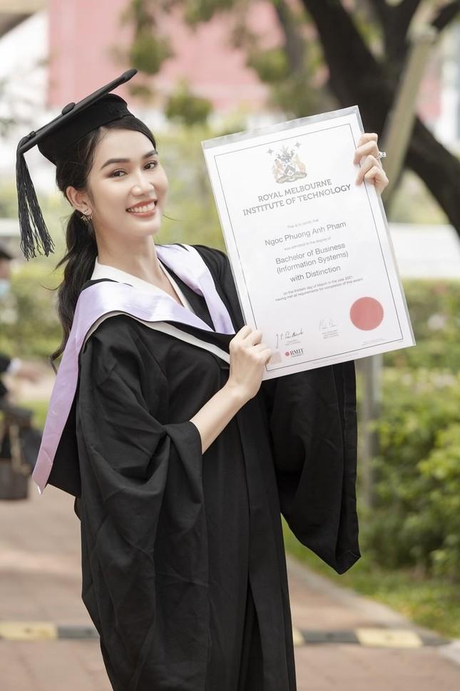 """Á hậu Phương Anh xứng danh """"con nhà người ta"""" với số điểm tốt nghiệp ĐH cao nhất ngành ảnh 1"""
