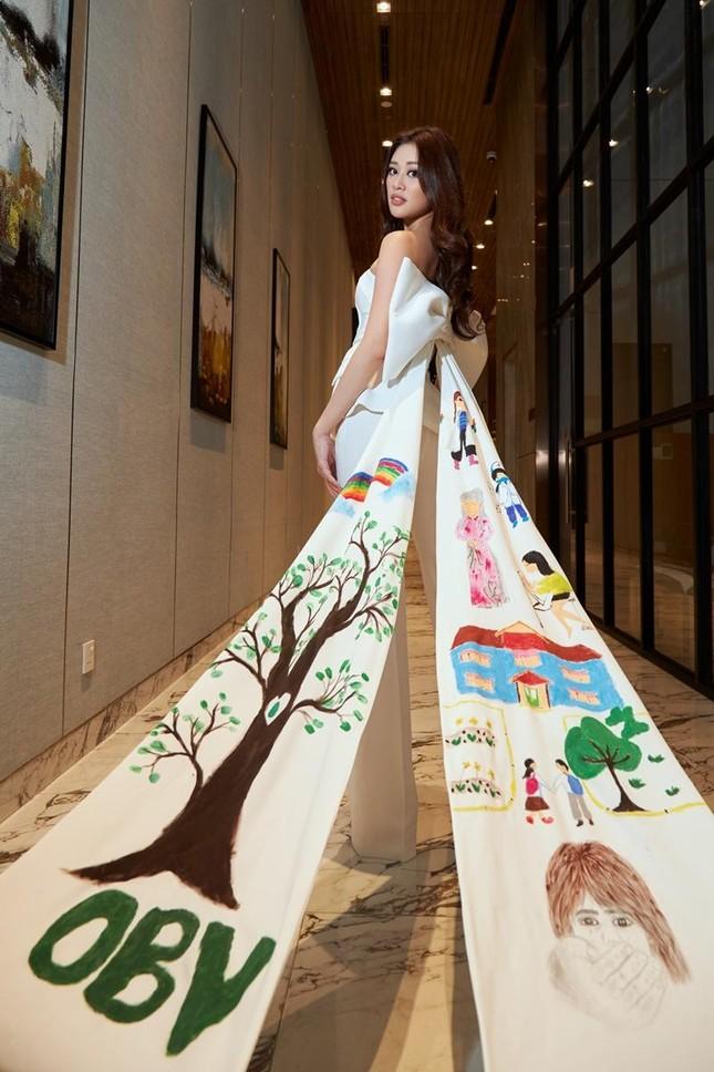 Ý nghĩa bộ vest Hoa hậu Khánh Vân mặc trong buổi phỏng vấn online với BTC Miss Universe ảnh 4