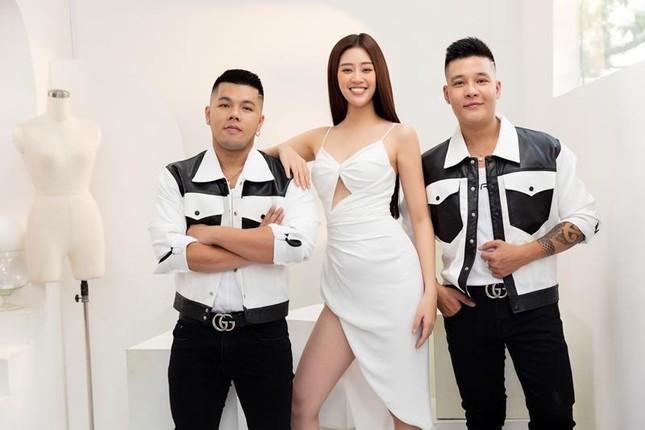 Hoa hậu Khánh Vân chạy đua với thời gian trong thử thách makeup chuẩn bị cho Miss Universe ảnh 3