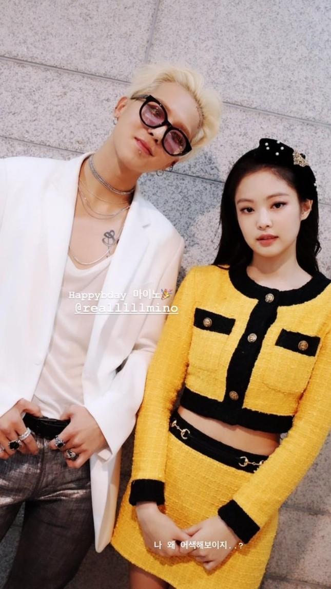 Stylist BLACKPINK cắt xẻ trang phục cho Jennie tài tình thế nào mà đồ Gucci cứ ngỡ Chanel ảnh 1