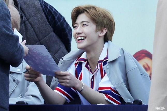 """""""Cục pin năng lượng"""" Jaemin (NCT) - chàng idol dịu dàng chân thành và yêu mẹ nhất trên đời ảnh 2"""