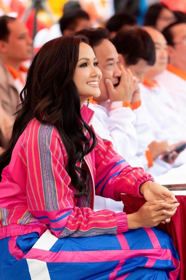 Hoa hậu H'Hen Niê tiết lộ chế độ ăn uống, tập luyện để có được vòng eo 59 cm ảnh 3