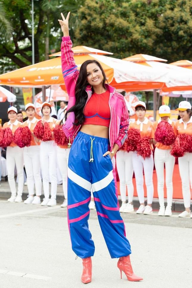 Hoa hậu H'Hen Niê tiết lộ chế độ ăn uống, tập luyện để có được vòng eo 59 cm ảnh 2