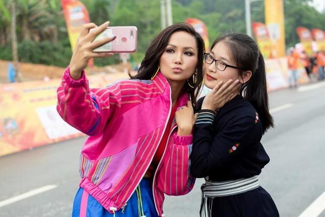 Hoa hậu H'Hen Niê tiết lộ chế độ ăn uống, tập luyện để có được vòng eo 59 cm ảnh 5