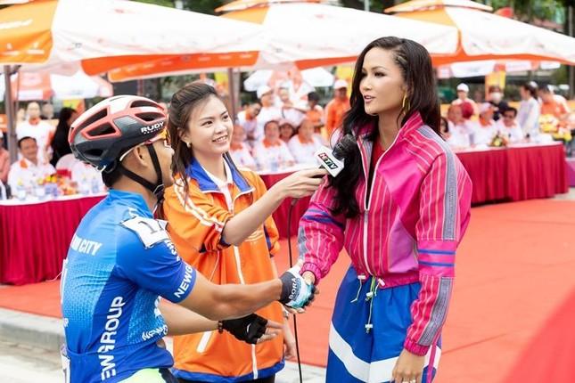 Hoa hậu H'Hen Niê tiết lộ chế độ ăn uống, tập luyện để có được vòng eo 59 cm ảnh 1