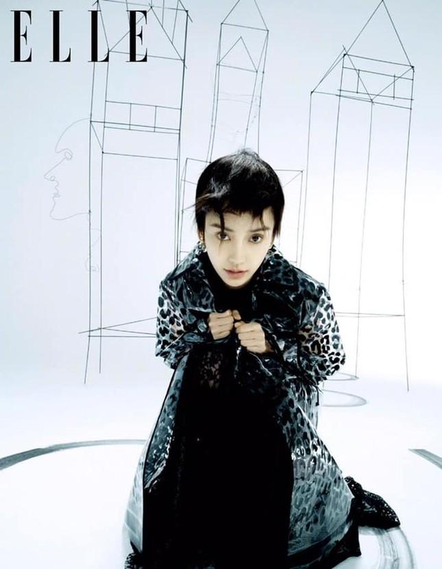 Angela Baby gây bất ngờ cực lớn khi xuất hiện trên bìa ELLE Trung với mái tóc tém lạ mắt ảnh 5