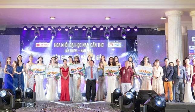 Nhan sắc lộng lẫy của Hoa hậu Lương Thùy Linh gây áp lực với thí sinh Miss World Vietnam ảnh 6