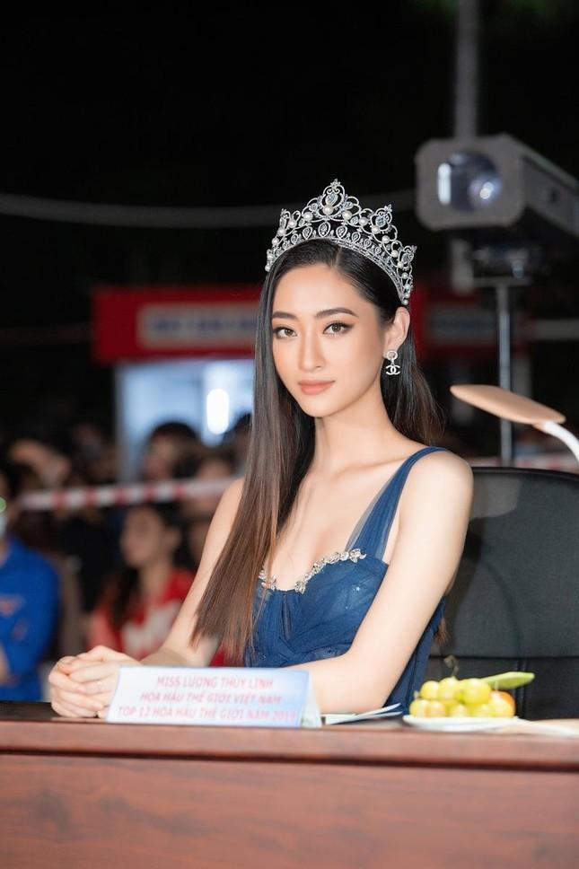 Nhan sắc lộng lẫy của Hoa hậu Lương Thùy Linh gây áp lực với thí sinh Miss World Vietnam ảnh 2