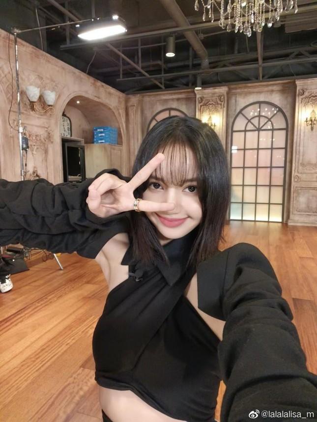 Lisa (BLACKPINK) có thể gặp bất lợi gì khi chính thức debut solo vào tháng 6 tới? ảnh 2