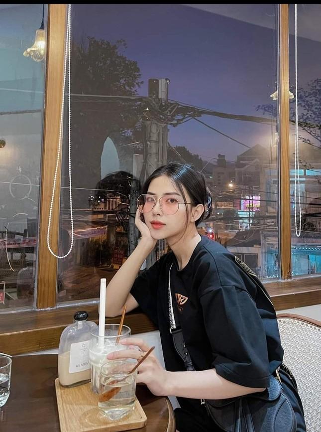 Ngắm nhan sắc và gu thời trang hút hồn của Khánh Vy, vợ mới cưới của Phan Mạnh Quỳnh ảnh 2