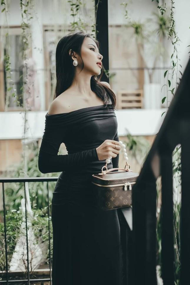 Ngắm nhan sắc và gu thời trang hút hồn của Khánh Vy, vợ mới cưới của Phan Mạnh Quỳnh ảnh 1