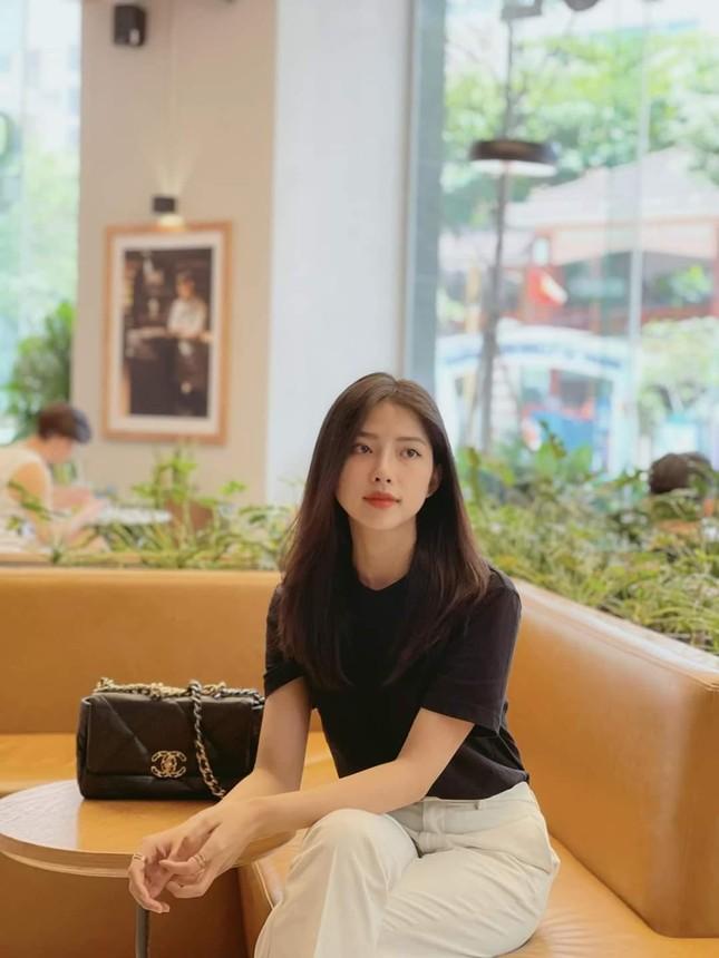 Ngắm nhan sắc và gu thời trang hút hồn của Khánh Vy, vợ mới cưới của Phan Mạnh Quỳnh ảnh 7