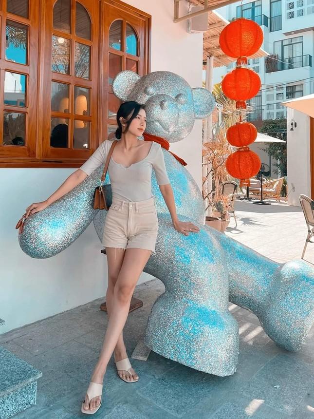Ngắm nhan sắc và gu thời trang hút hồn của Khánh Vy, vợ mới cưới của Phan Mạnh Quỳnh ảnh 9