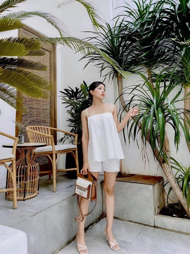 Ngắm nhan sắc và gu thời trang hút hồn của Khánh Vy, vợ mới cưới của Phan Mạnh Quỳnh ảnh 3