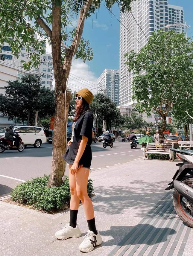 Ngắm nhan sắc và gu thời trang hút hồn của Khánh Vy, vợ mới cưới của Phan Mạnh Quỳnh ảnh 5