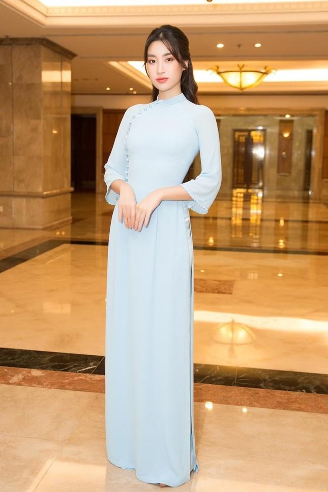 Hoa hậu Đỗ Thị Hà, Tiểu Vy cùng dàn hậu khoe sắc nền nã trong tà áo dài, nhận cương vị mới ảnh 5