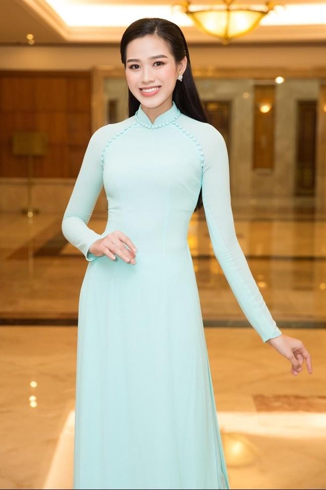 Hoa hậu Đỗ Thị Hà, Tiểu Vy cùng dàn hậu khoe sắc nền nã trong tà áo dài, nhận cương vị mới ảnh 2