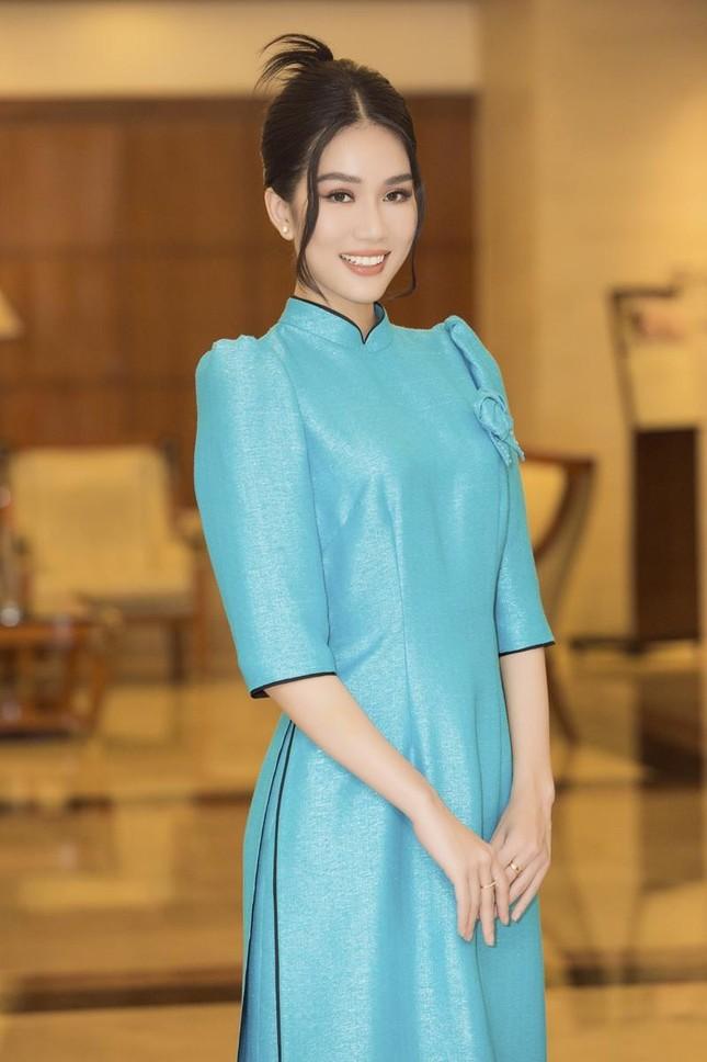 Hoa hậu Đỗ Thị Hà, Tiểu Vy cùng dàn hậu khoe sắc nền nã trong tà áo dài, nhận cương vị mới ảnh 10