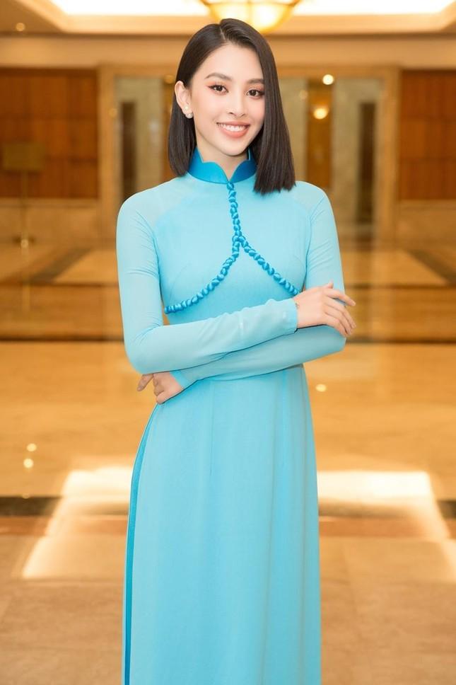 Hoa hậu Đỗ Thị Hà, Tiểu Vy cùng dàn hậu khoe sắc nền nã trong tà áo dài, nhận cương vị mới ảnh 6