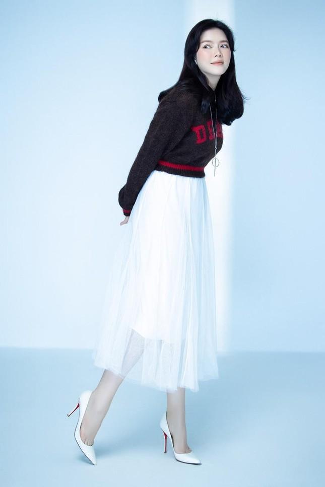 """Lý Nhã Kỳ tiết lộ mẹo diện trang phục """"hack"""" tuổi, netizen liên tưởng đến Song Hye Kyo ảnh 3"""