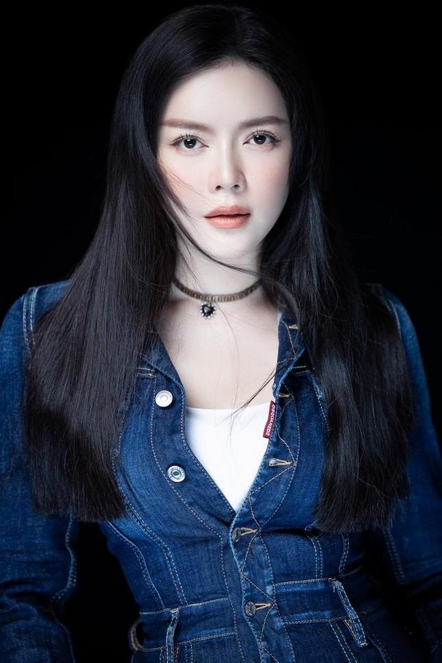 """Lý Nhã Kỳ tiết lộ mẹo diện trang phục """"hack"""" tuổi, netizen liên tưởng đến Song Hye Kyo ảnh 4"""