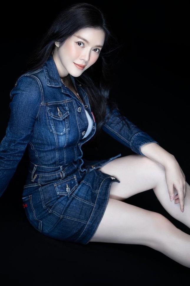 """Lý Nhã Kỳ tiết lộ mẹo diện trang phục """"hack"""" tuổi, netizen liên tưởng đến Song Hye Kyo ảnh 5"""