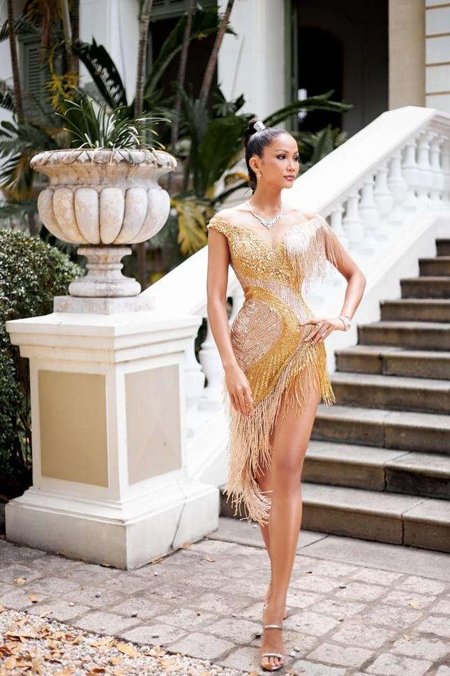 Hoa hậu H'Hen Niê khoe khả năng tự make-up, thần thái sắc sảo cùng thân hình đồng hồ cát ảnh 3