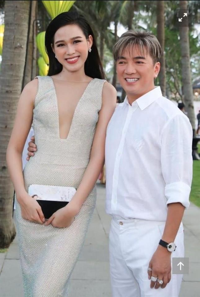 Từ chối nhiều trai đẹp, nhưng đây là lý do Hoa hậu Đỗ Thị Hà đồng ý để Đàm Vĩnh Hưng ôm eo ảnh 1