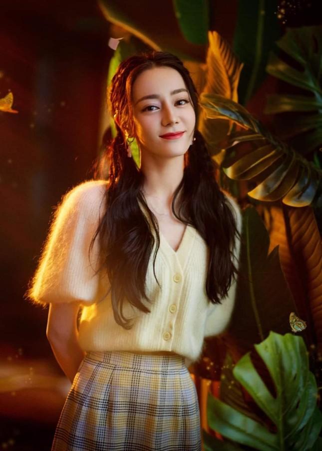 Đêm Hội Ngũ Tứ: Dương Tử xinh yêu như công chúa, Địch Lệ Nhiệt Ba bị chê quá nhạt nhòa ảnh 6