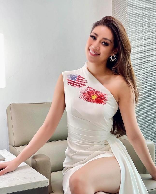 Hoa hậu Khánh Vân cập nhật hình ảnh đầu tiên trên đất Mỹ, diện mẫu váy vô cùng ý nghĩa ảnh 5