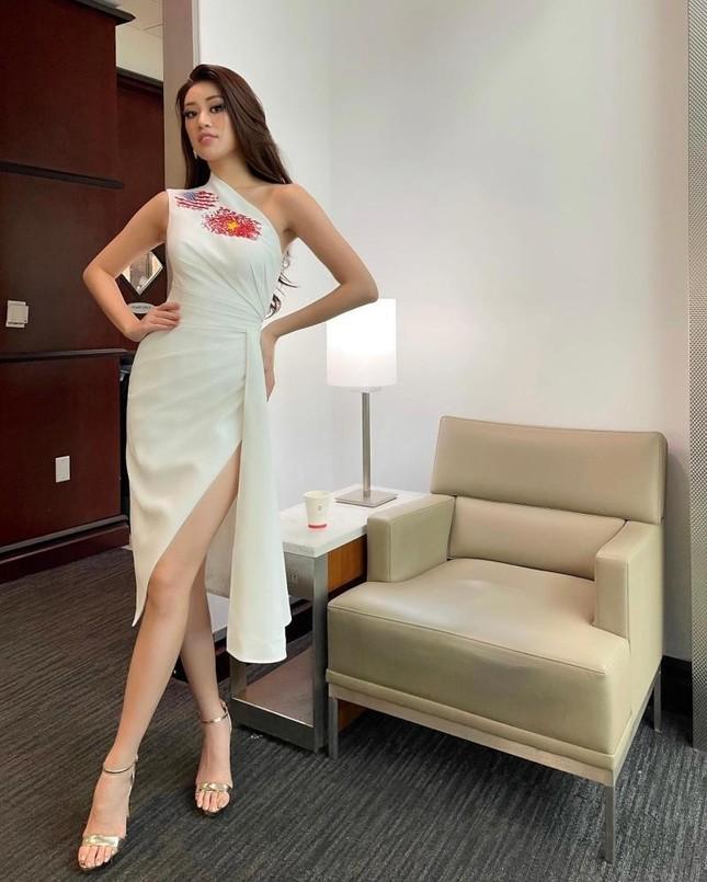 Hoa hậu Khánh Vân cập nhật hình ảnh đầu tiên trên đất Mỹ, diện mẫu váy vô cùng ý nghĩa ảnh 6