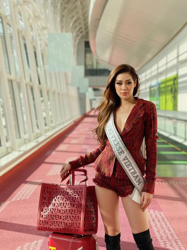 Hoa hậu Khánh Vân cập nhật hình ảnh đầu tiên trên đất Mỹ, diện mẫu váy vô cùng ý nghĩa ảnh 2