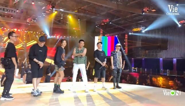 """Rap Việt Concert hé lộ ảnh tổng duyệt, những tiết mục """"đỉnh của chóp"""" nào được trông đợi? ảnh 6"""