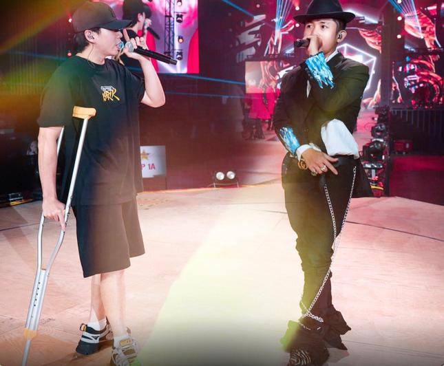 """Gặp chấn thương nghiêm trọng, Karik vẫn không lỗi hẹn với """"Rap Việt All-Star Concert"""" ảnh 4"""