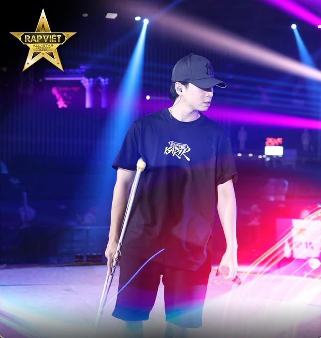 """Gặp chấn thương nghiêm trọng, Karik vẫn không lỗi hẹn với """"Rap Việt All-Star Concert"""" ảnh 5"""