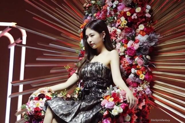 """Hậu nghi vấn """"copy"""" ý tưởng của nail stylist, Chi Pu tiếp tục gặp """"biến"""" trong MV mới ảnh 3"""