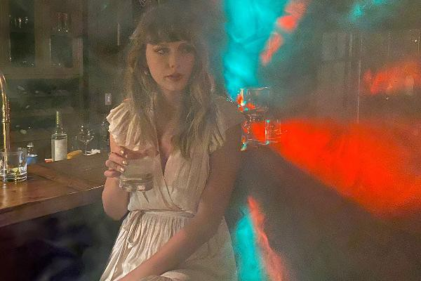 """Dùng """"chiêu cũ"""", Taylor Swift vẫn khiến fan sửng sốt khi liên tục ra nhạc mới ảnh 1"""