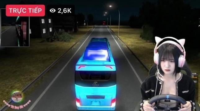 """3 nữ tài xế """"nóng"""" nhất MXH những ngày qua: Chỉ ngồi lái xe cũng hút chục nghìn lượt xem ảnh 3"""