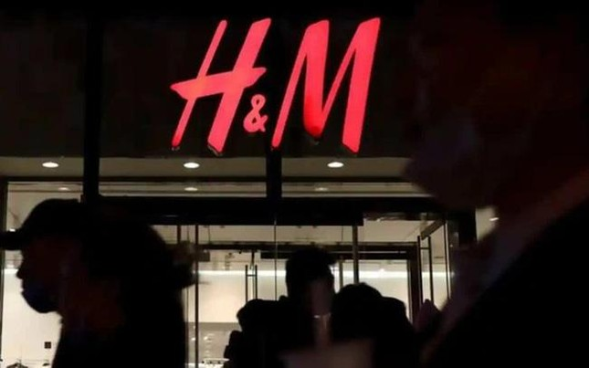 H&M bị netizen Việt kêu gọi tẩy chay vì sử dụng bản đồ có đường lưỡi bò, thực hư thế nào? ảnh 1