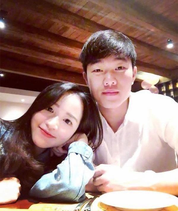 NÓNG: Cầu thủ Lương Xuân Trường sẽ tổ chức ăn hỏi với bạn gái hơn tuổi vào ngày 9/4 tới ảnh 1