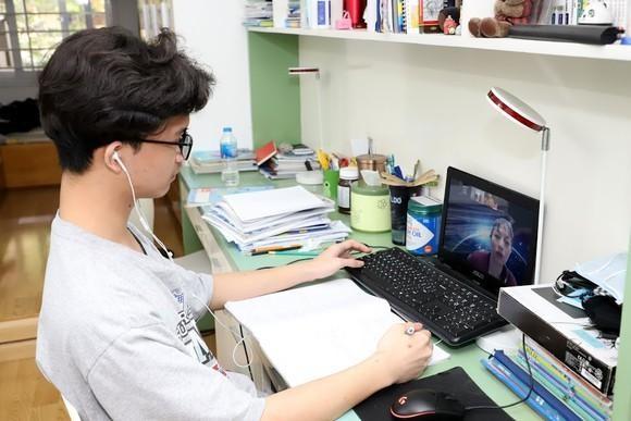Nhà trường được tự tổ chức dạy học trực tuyến, điều kiện thế nào? ảnh 1