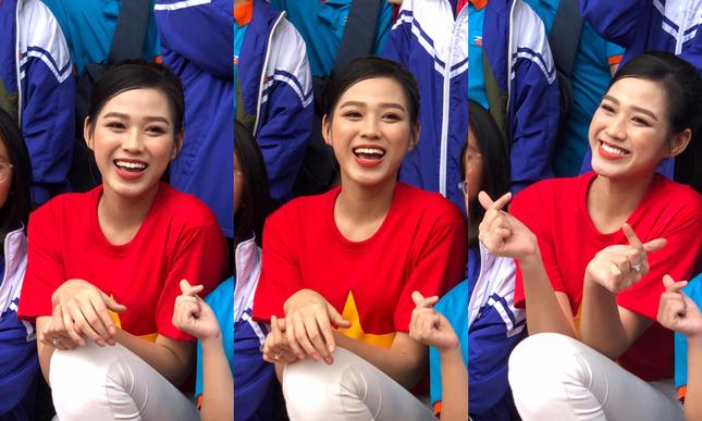"""Teen chụp Hoa hậu Đỗ Thị Hà về trường giao lưu, ai nấy đều trầm trồ: """"Đẹp không góc chết!"""" ảnh 2"""