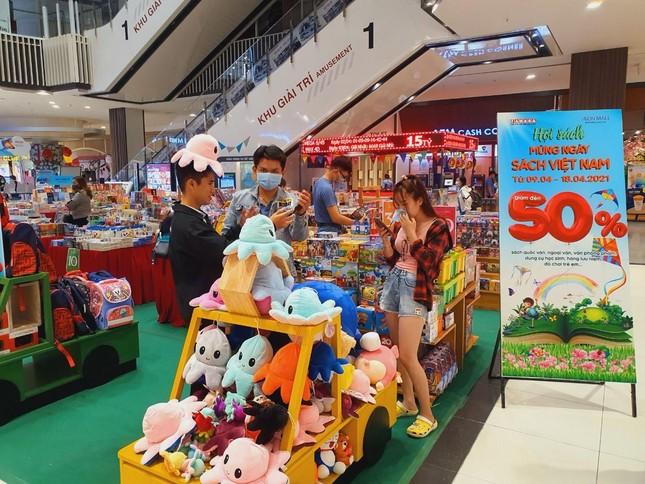 Hàng ngàn ưu đãi hấp dẫn chờ bạn tại nhà sách FAHASA Vinh, Book Fair 2021 vui nổ trời! ảnh 7
