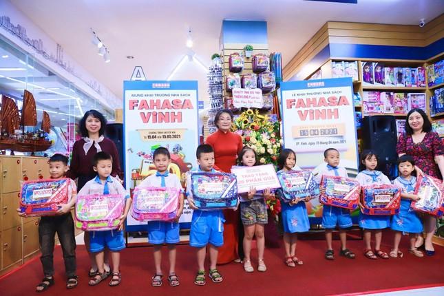 Hàng ngàn ưu đãi hấp dẫn chờ bạn tại nhà sách FAHASA Vinh, Book Fair 2021 vui nổ trời! ảnh 2