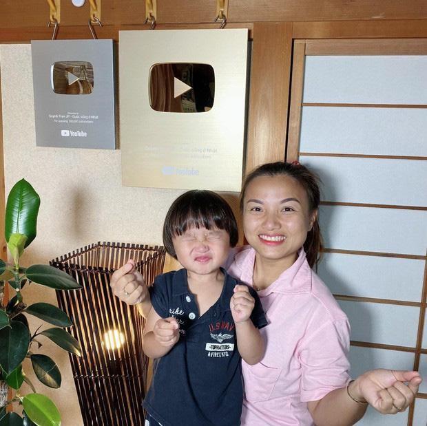 """YouTuber Quỳnh Trần JP gây tranh cãi khi quay clip phạt con, xưng hô """"mày - tao"""" với bé Sa ảnh 1"""