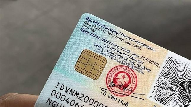 Cận cảnh thẻ Căn cước công dân gắn chíp mới: Màu sắc sinh động, nhỏ gọn và hiện đại hơn ảnh 5