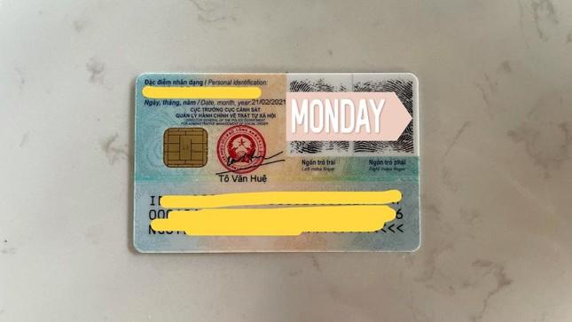 Cận cảnh thẻ Căn cước công dân gắn chíp mới: Màu sắc sinh động, nhỏ gọn và hiện đại hơn ảnh 3