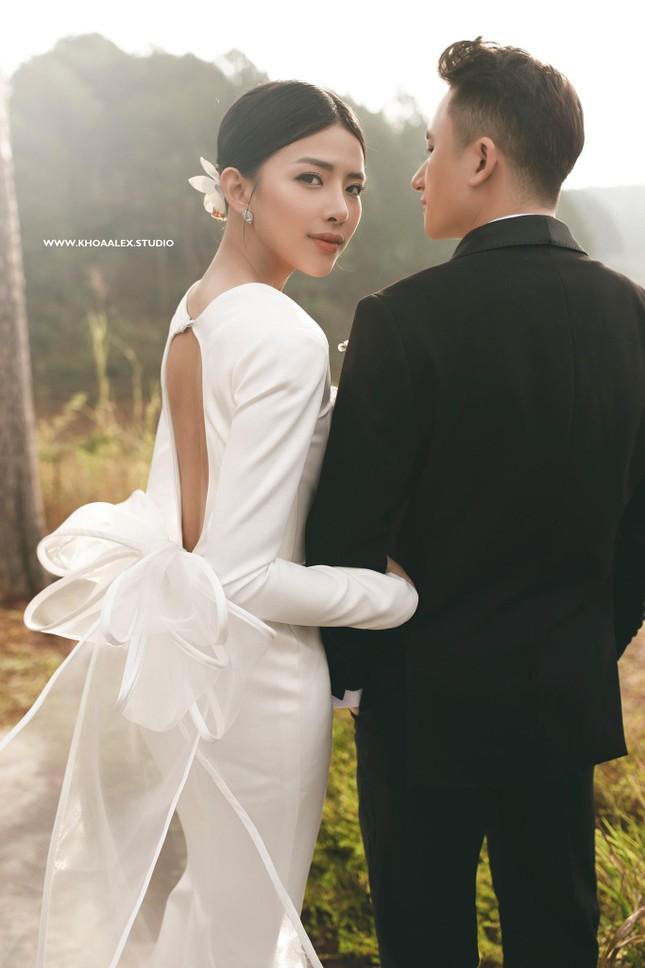 """Bộ ảnh cưới lãng mạn chụp ở Đà Lạt của Phan Mạnh Quỳnh: Nhan sắc cô dâu chiếm """"spolight"""" ảnh 6"""