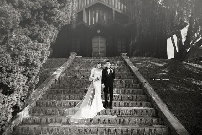 """Bộ ảnh cưới lãng mạn chụp ở Đà Lạt của Phan Mạnh Quỳnh: Nhan sắc cô dâu chiếm """"spolight"""" ảnh 4"""